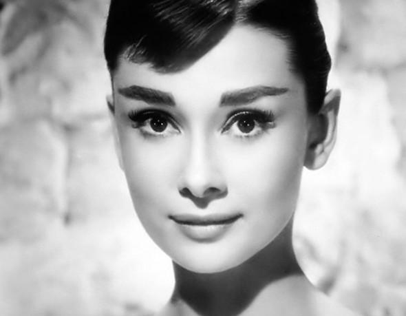 La nipote di Audrey Hepburn sulla copertina di Harper's Bazaar