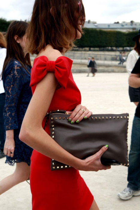 red trend, come abbinare il rosso, red dress,red valentino, d&g red, red outfits, red look, theladycracy, elisa bellino, fashion blog, fashion outfit, street style, rouge mac cosmetic, rossetto rosso migliore, red lip, fashion inspiration,