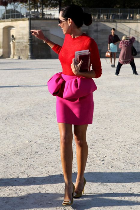 red trend, come abbinare il rosso, red dress,red valentino, d&g red, red outfits, red look, theladycracy, elisa bellino, fashion blog, fashion outfit, street style, fashion inspiration,