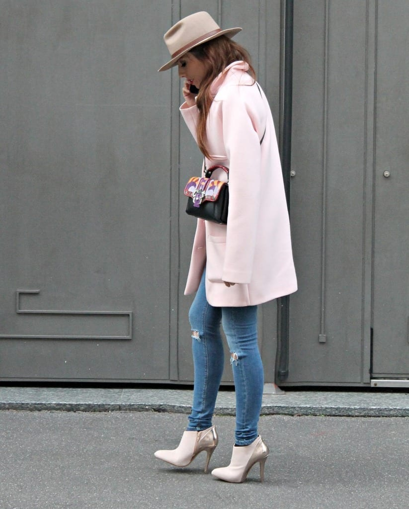 fashion editorial, bellino, theladycracy, fashion blogzine, fashion blog milano, outfit of the day, outfit milano, pink coat, hat accessorize, paula cademartori bag, dun dun paula cademartori, petit faye, fall winter paula cademartori, red hair, choies blouse, erica vagliengo, milano bloggers, best fashion blog, giorgio armani, mfw 2015, boselli mario, anna wintour, trends alerts, stivaletto rosa, cappotto pastello, cappotto rosa, sarenza shoes