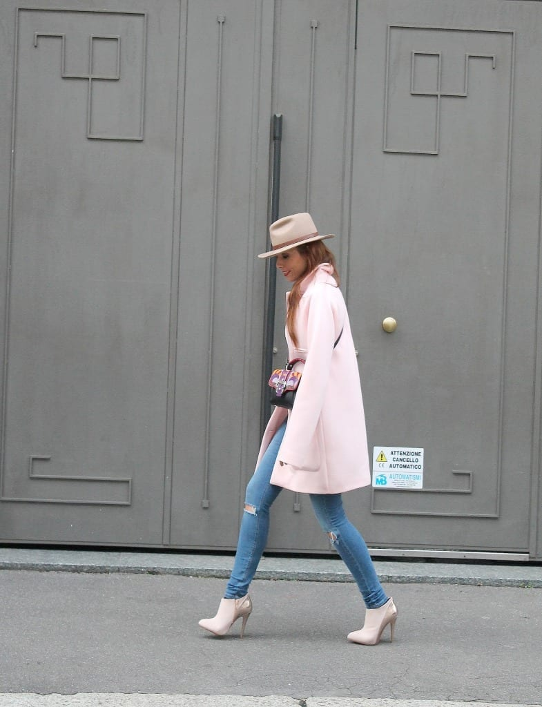 fashion editorial, elisa bellino, theladycracy, editorial, fashion blogzine, fashion blog milano, outfit of the day, outfit milano, pink coat, hat accessorize, paula cademartori bag, dun dun paula cademartori, petit faye, fall winter paula cademartori, red hair, choies blouse, erica vagliengo, milano bloggers, best fashion blog, giorgio armani, mfw 2015, boselli mario, anna wintour, trends alerts, stivaletto rosa, cappotto pastello, cappotto rosa