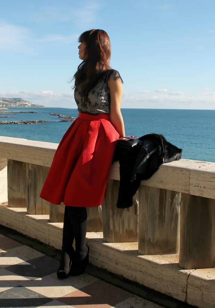 fashion editorial ELisa BELLINO www.theladycracy.it 7,ELISA BELLINO www.theladycracy.it 2, red skirt choies, fur compagnia italiana, top intimissimi, shoes stradivarius, bag dun dun paula cademartori,