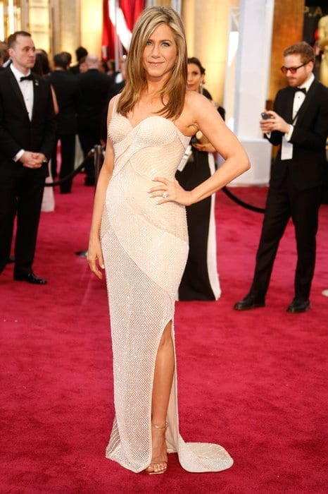 jenniferaniston-oscar2015, versace,theladycracy.it , vestiti da red carpet, the worst dressed , celebrity style, oscar 2015 dresses,