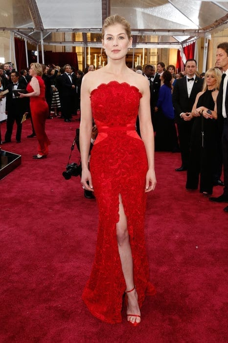 rosamundpike-oscar2015, givenchy,theladycracy.it , vestiti da red carpet, the worst dressed , celebrity style, oscar 2015 dresses,