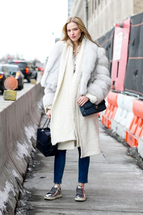 come ci si veste durante la fashion week, fur trend, street style, biker boots, elisa bellino, theladycracy.it, mfw 2015, white scarf,