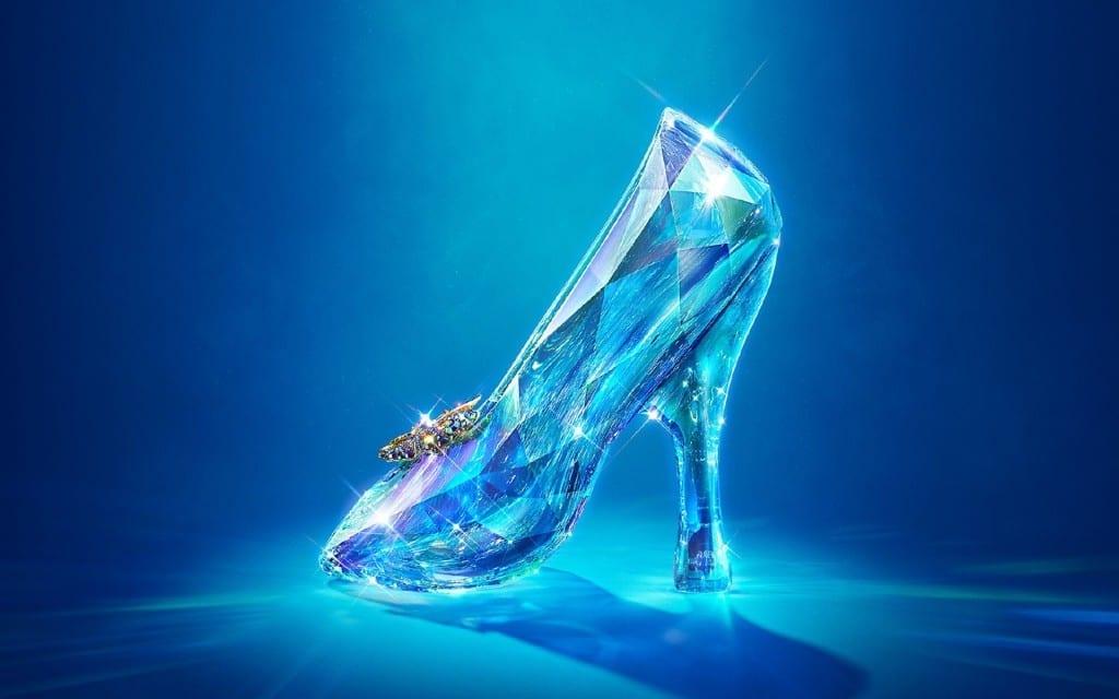 Cinderella-2015,Disney Cinderella 2015, cenerentola 2015, lily james, il caso cenerentola, jimmy choo cinderella edition, oscar de la renta cinderella, charlotte olympia, elisa bellino, theladycracy.it