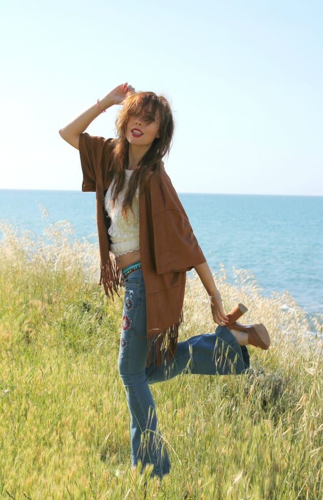 hippie style fringe jacket flare denim boho outfit theladycracy.it  .2