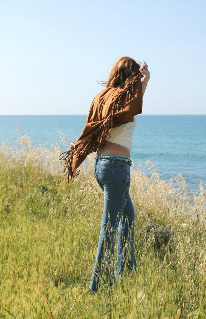 hippie style fringe jacket flare denim boho outfit theladycracy.it  13