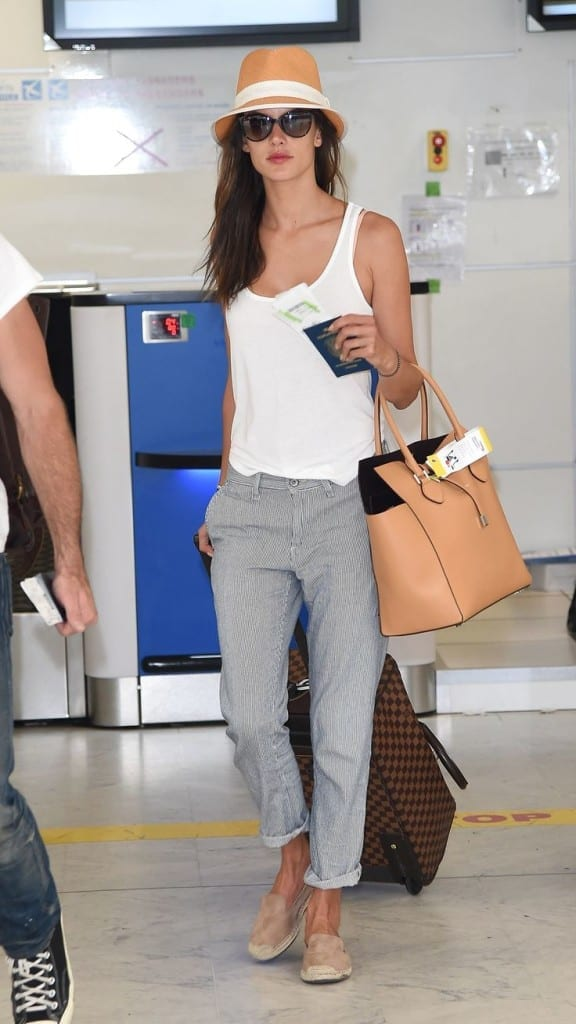 travelling in style, celeb style, look da viaggio, theladycracy.it , alessandra ambrosio,theladycracy.it, fashion blog italia, fashion blogger italy, tendenze moda 2015
