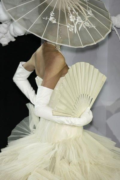 l'accessorio più bello dell'estate 2015, storia del ventaglio, maria antonietta ventaglio, come si usa il ventaglio, christian dior couture 2007,ventaglio nella moda