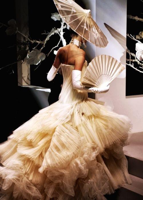 l'accessorio più bello dell'estate 2015, storia del ventaglio, maria antonietta ventaglio, come si usa il ventaglio, dior couture 2007 fan,ventaglio nella moda