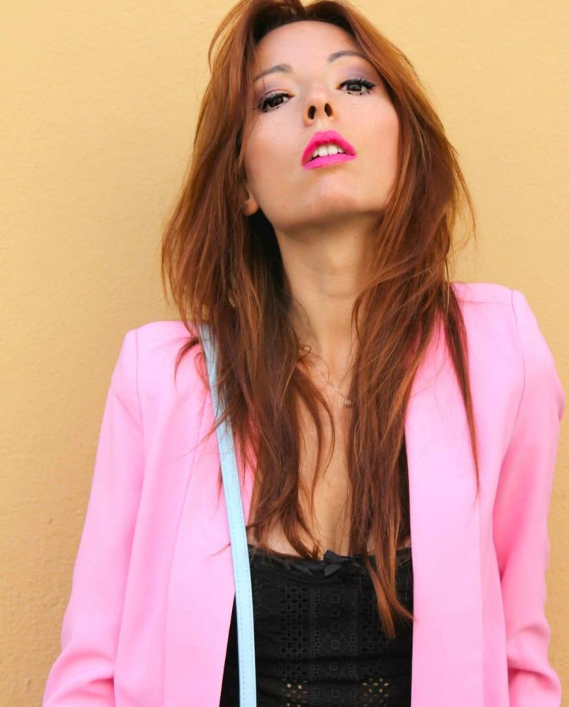 taiilleur rosa, romanzi d'amore, romantic chic outfit, pink tailleur, come vestirsi a lavoro, rockstud authentic, theladycracy.it, v