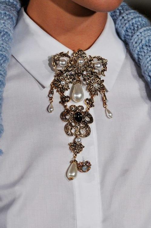 accessori moda autunno inverno 2015, come si mettono le spille, dandy style tips