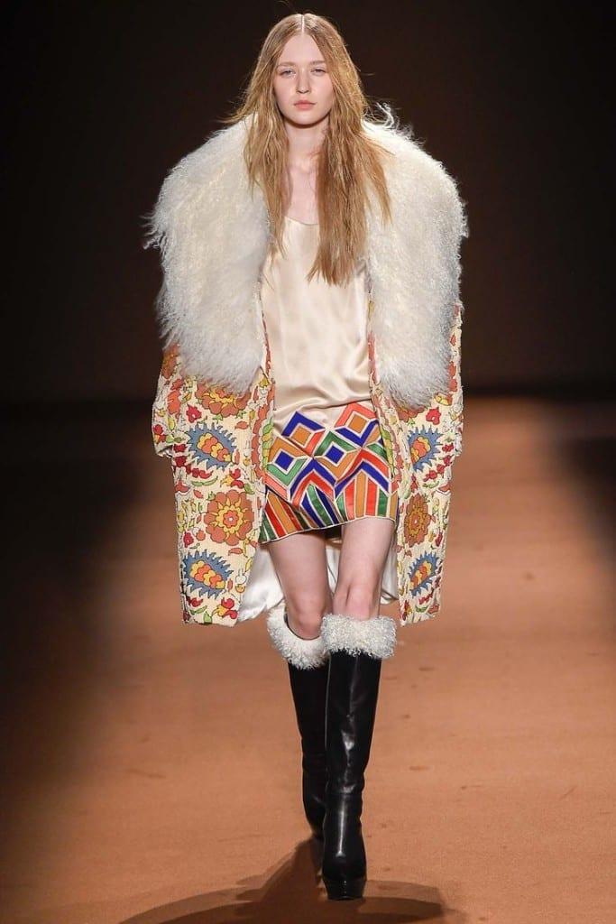 come vestirsi alla moda anni 70, theladycracy.it, look anni 70, maxi fur anni 70, moda anni settanta