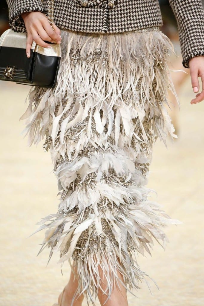 tendenze inverno 2016. gonna piume chanel