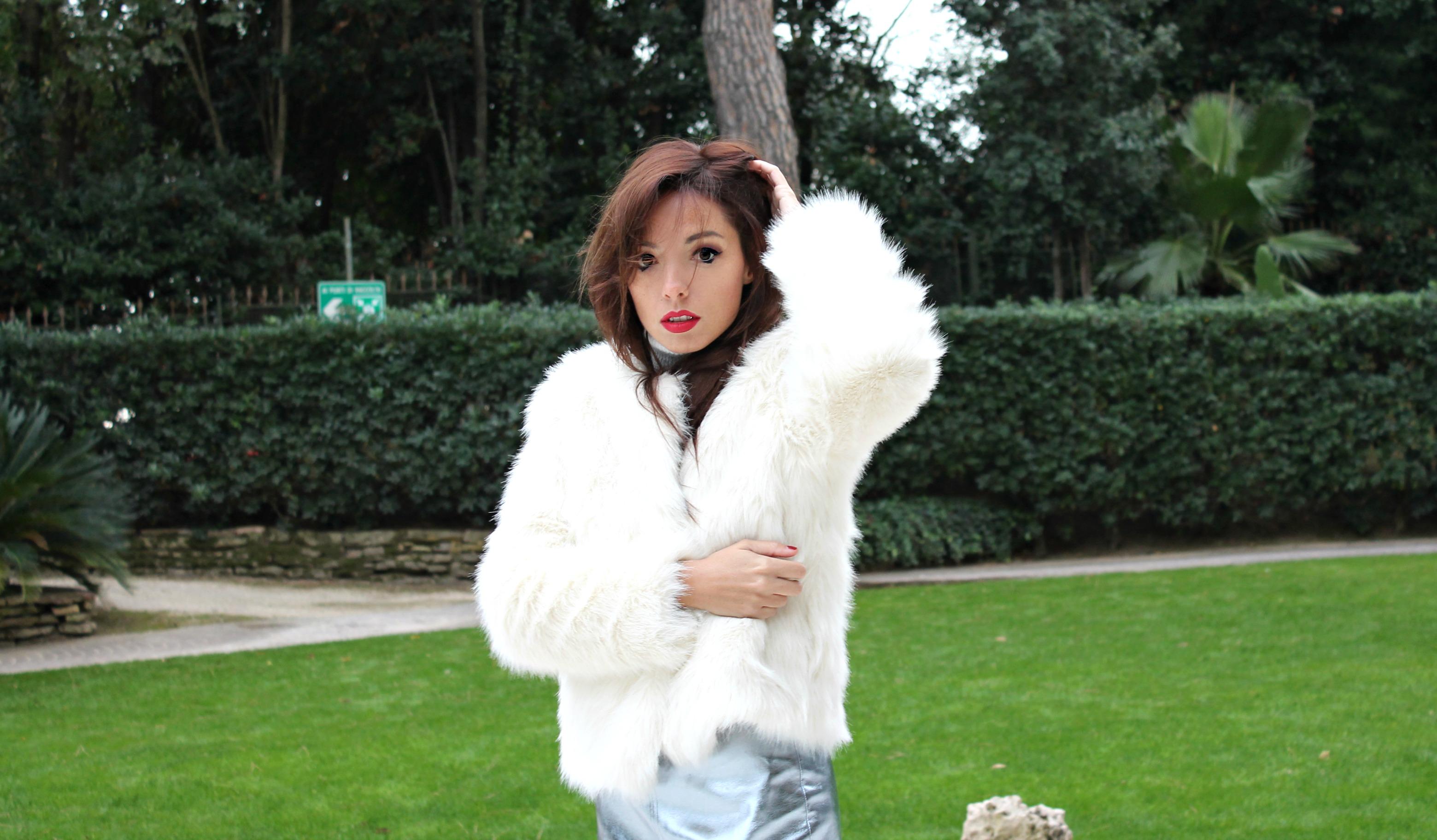 elisa bellino, theladycracy.it, white eco fur mango, glitter boots, fashion blogger outfit winter,amicizia vera, stivaletti glitterati, glitter stivaletti, white fur,