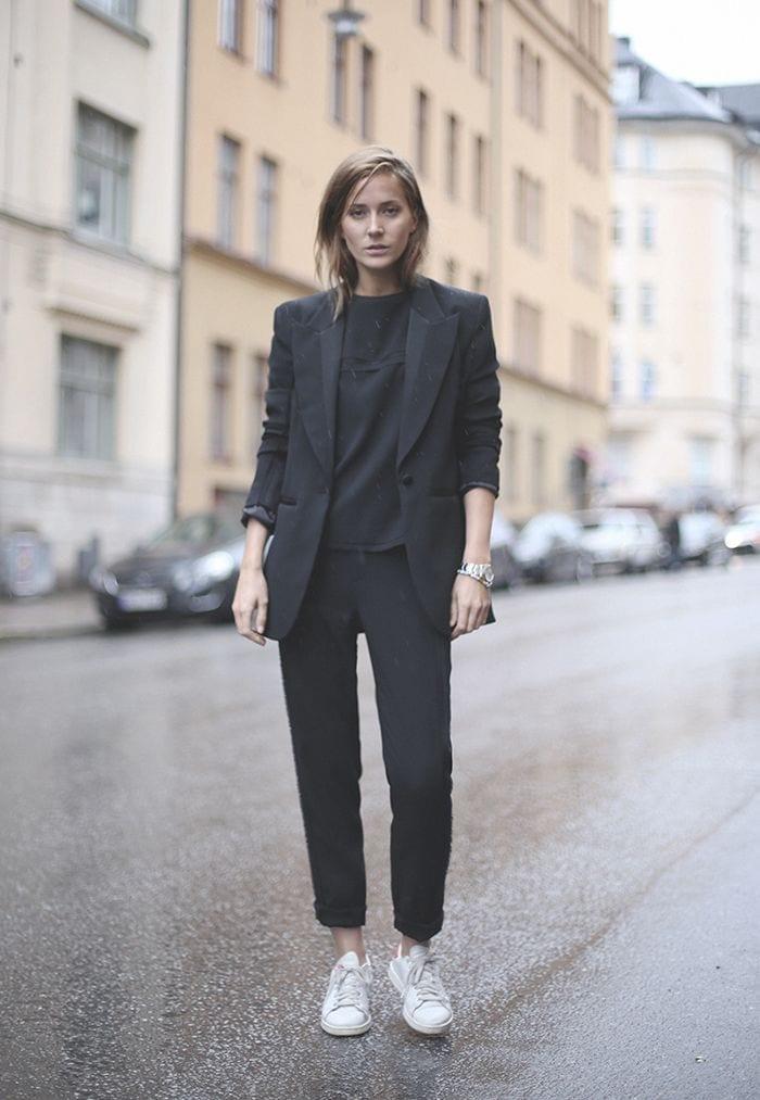 sporty chic, come vestirsi sportive ma alla moda, theladycracy.it, elisa bellino, tailleur e sneakers, outfit blogger italia, _