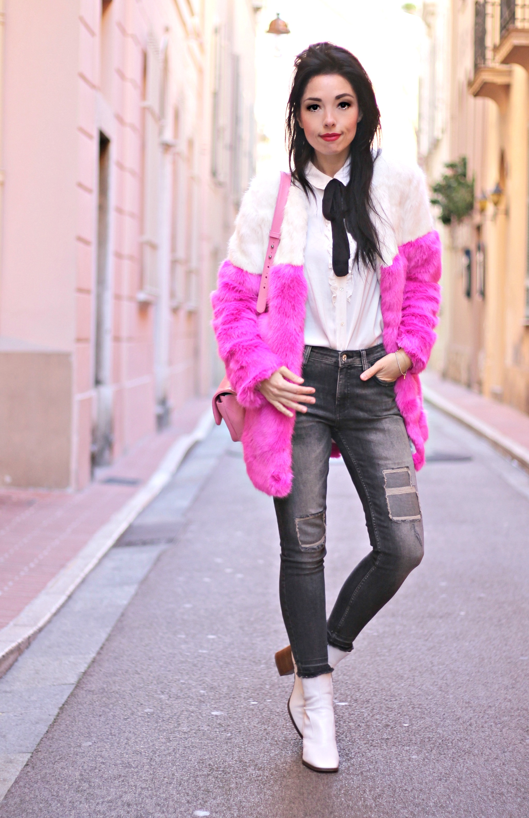 Accrediti sfilate Milano, theladycracy.it, elisa bellino, pink chanel, stivaletti zara ss 2016, chanel bag 2016, jeans mango 2016, pelliccia asos 2016, faux fur asos, fashion blog italia, fashion blogger italiane, fashion blogger outfit, fashion blogger famose italia,