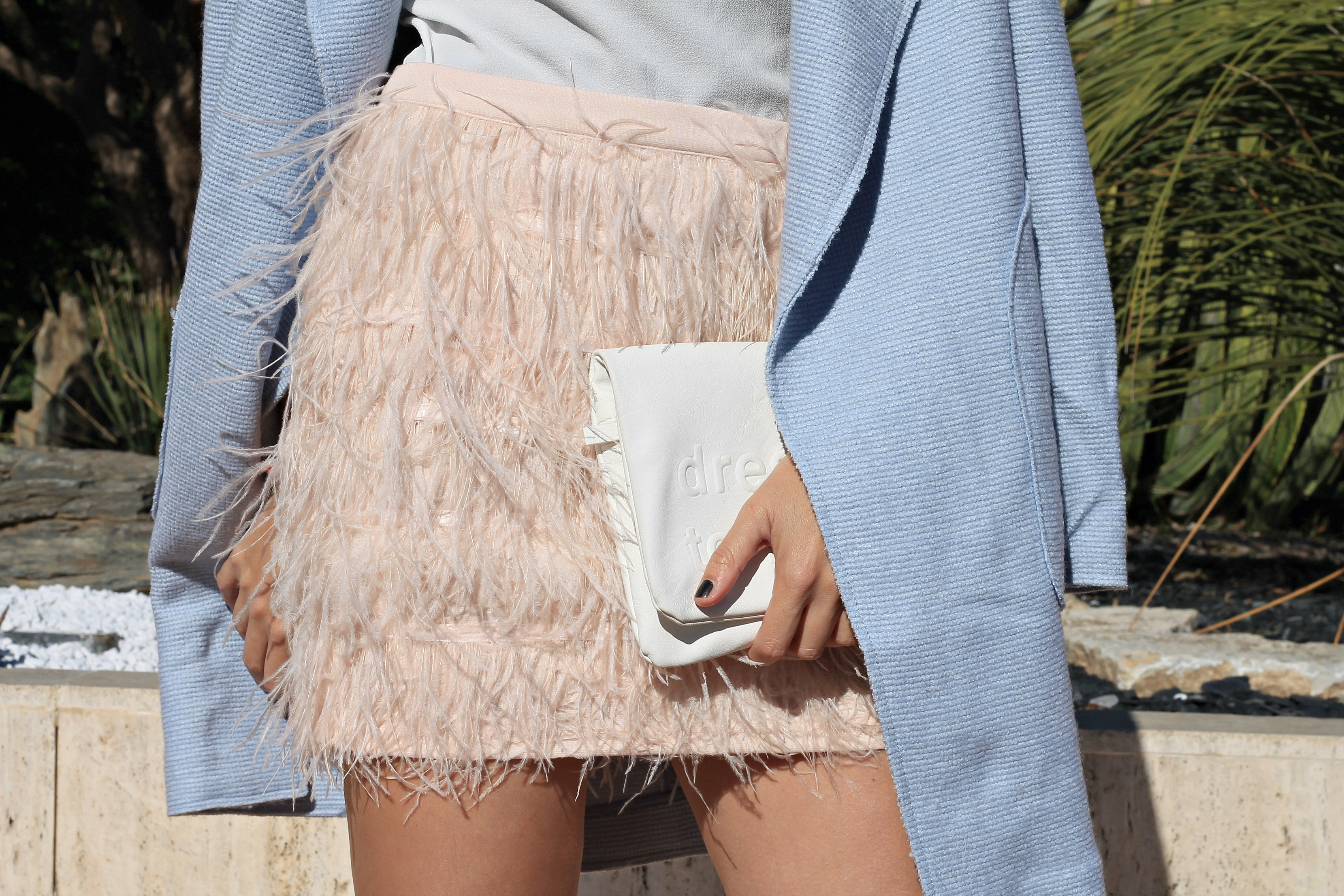 Sul potere dell'autoironia, theladycracy.it, elisa bellino, fashion blog, fashion blogger italiane, fashion blogger famose, gonna piume, feathers skirt, feathers outfit, montecarlo blogger, chic look, pastel lovers, outfit pastello, top fashion blogger italia, elsa maxwell, tendenze moda primavera 2016, tendenze moda primavera estate 2016, spring summer 2016 outfit blogger