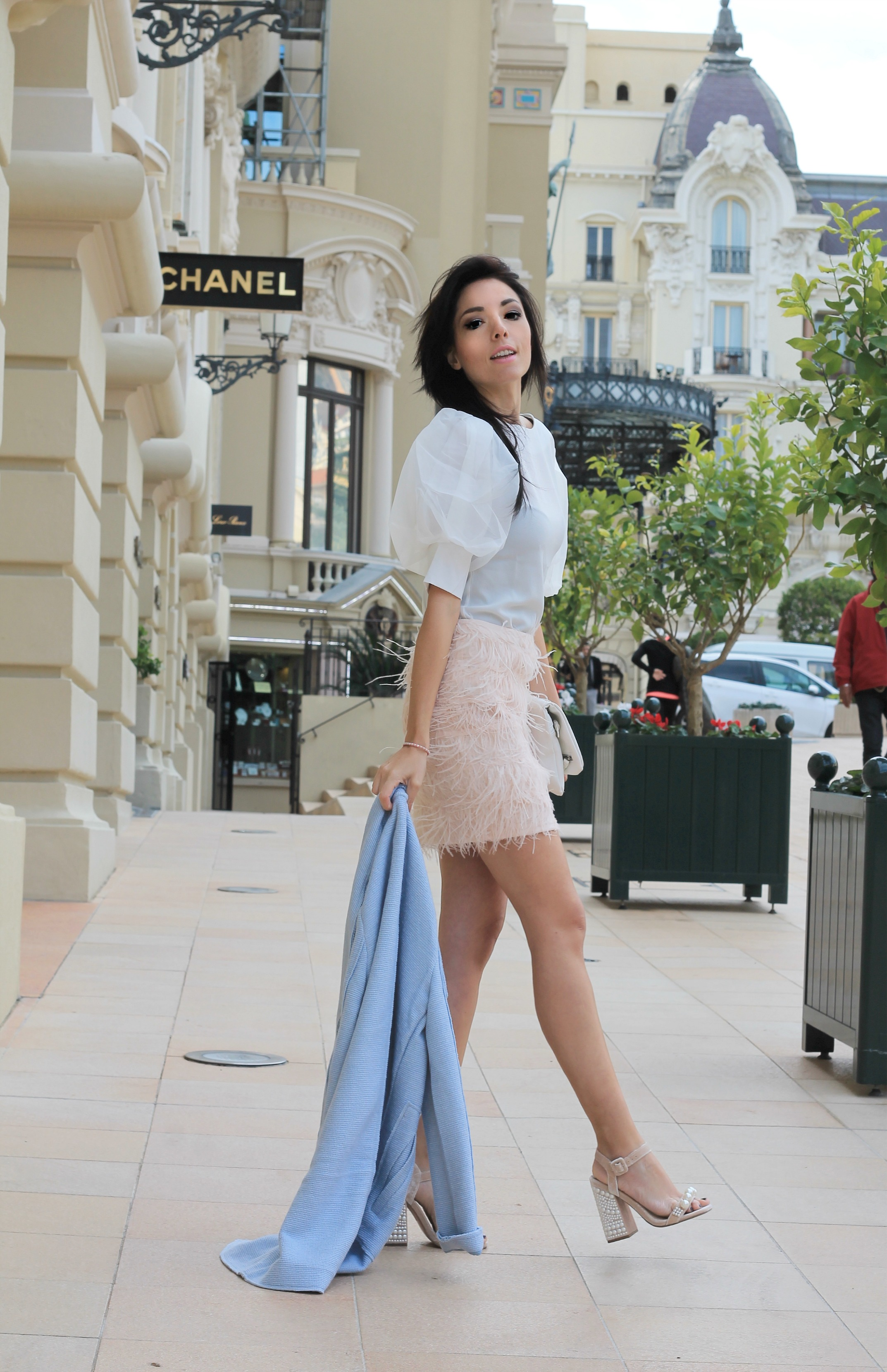 Sul potere dell'autoironia, theladycracy.it, elisa bellino, fashion blog, fashion blogger italiane, fashion blogger famose, gonna piume, feathers skirt, feathers outfit, montecarlo blogger, chic look, pastel lovers, outfit pastello, top fashion blogger italia,