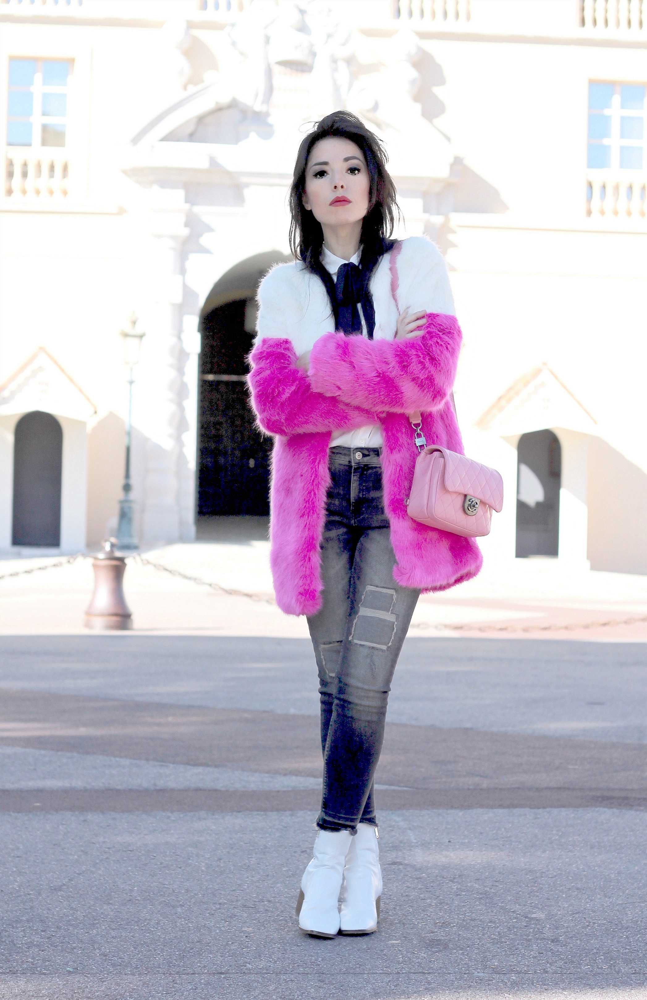 Accrediti sfilate Milano, theladycracy.it, elisa bellino, pink chanel, stivaletti zara ss 2016, chanel bag 2016, jeans mango 2016, pelliccia asos 2016, faux fur asos, fashion blog italia, fashion blogger italiane, fashion blogger outfit, fashion blogger famose italia, camicia con fiocco mango