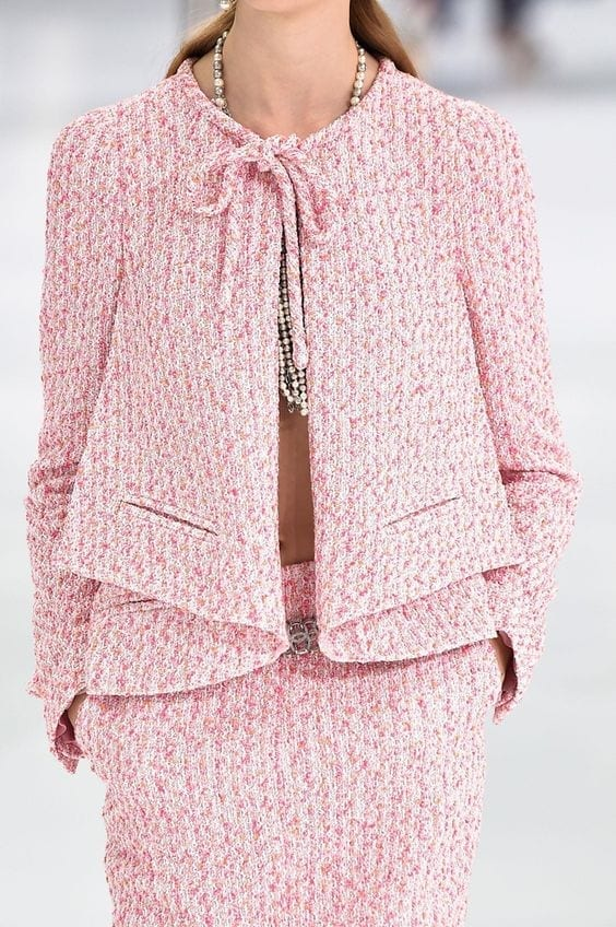 vestirsi di rosa, vestirsi di rosa, tendenze moda primavera estate 2016, tendenze moda 2016, tendenze autunno inverno 2016, chanel, sfilata chanel 2016, tailleur chanel rosa, significato del colore rosa, elisa bellino, theladycracy.it, fashion blog italia, fashion blog, fashion blogger italiane,