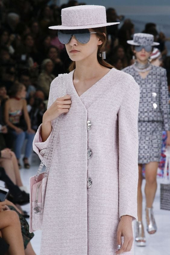 vestirsi di rosa, chanel ss 2016, vestirsi di rosa, tendenze moda primavera estate 2016, tendenze moda 2016, tendenze autunno inverno 2016, chanel, sfilata chanel 2016, tailleur chanel rosa, significato del colore rosa, elisa bellino, theladycracy.it, fashion blog italia, fashion blog, fashion blogger italiane,