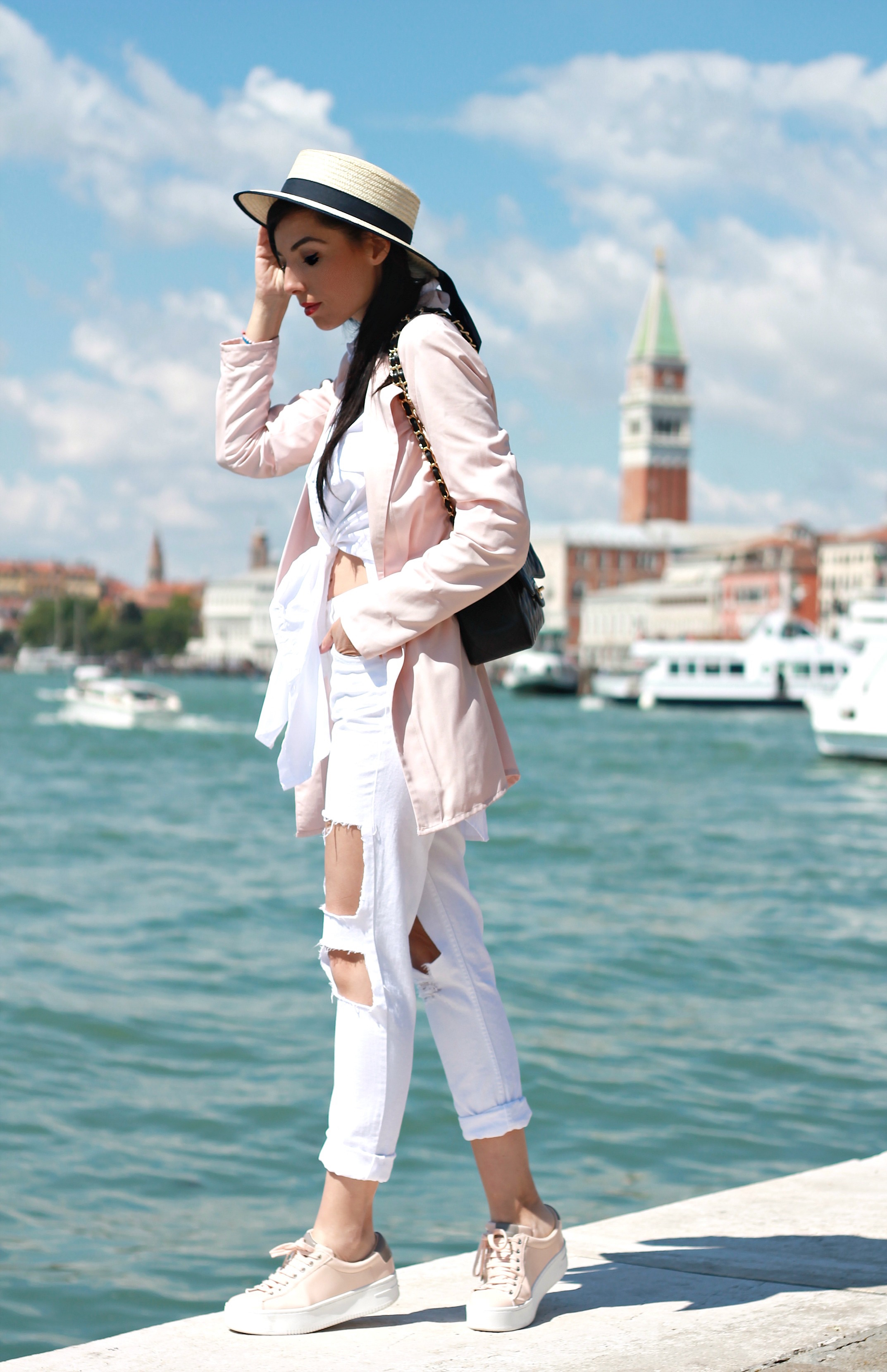che cosa succede oggi, theladycracy.it, elisa bellino, fashion blogger italiane, fashion blogger famose, web influencer italiane, fashion blogger outfit summer 2016, outfit primavera estate 2016, jeans strappati stradivarius, blazer rosa stradivarius, borsa chanel 2.55 timeless grande autentica, fashion blog italia, fashion bloggers outfit 2016, sneakers stradivarius pink nude, elisa bellino, stylish blogger, sporty chic look idea blogger,