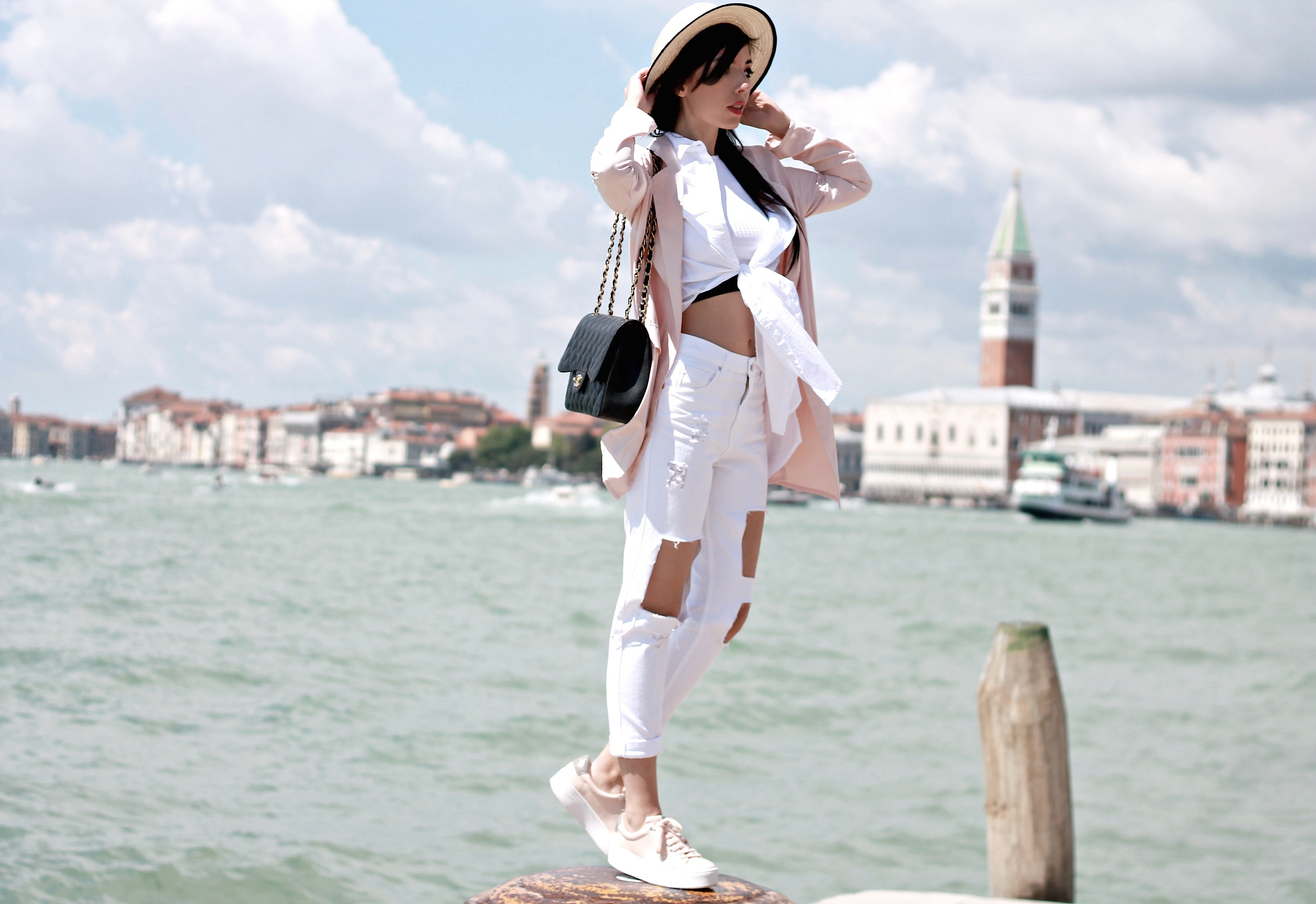 che cosa succede oggi, theladycracy.it, elisa bellino, fashion blogger italiane, fashion blogger famose, web influencer italiane, fashion blogger outfit summer 2016, outfit primavera estate 2016, jeans strappati stradivarius, blazer rosa stradivarius, borsa chanel 2.55 timeless grande autentica, fashion blog italia, fashion bloggers outfit 2016, sneakers stradivarius pink nude, elisa bellino, stylish blogger, sporty chic look idea blogger, crop top stradivarius estate 2016, fashion editorial venezia blogger, influencer marketing, branded content e native advertising