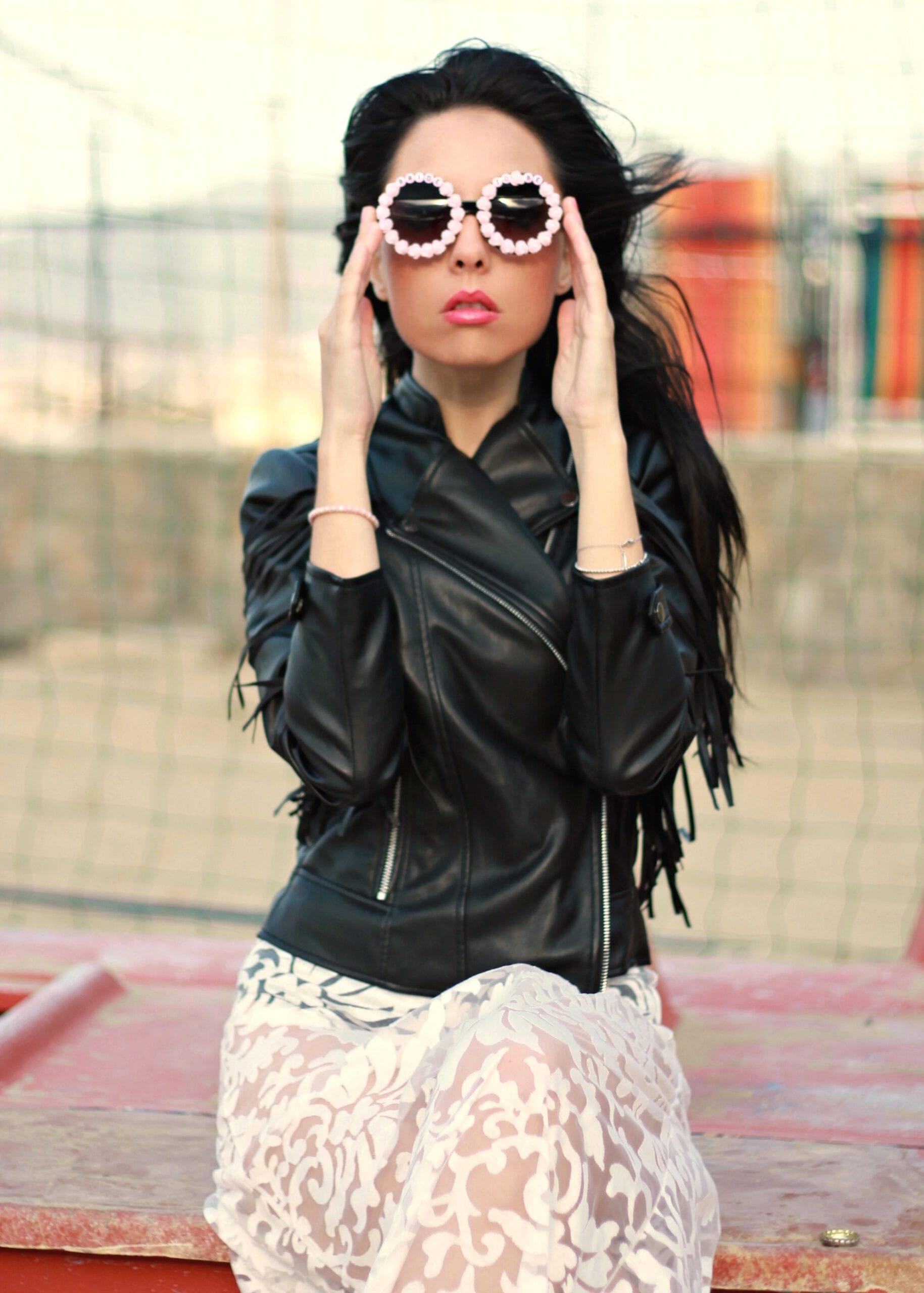 sindrome da eccezionalità, slimane lascia sain laurent motivo, theladycracy.it, elisa bellino, stress da prestazione creativa, stress da social network, dress see through summer 2016, outfit primavera estate 2016, tendenze moda estate 2016, abito asos trasparente 2016, fringes jacket 2016, biker fringes 2016, summer look 2016, fashion blog, fashion blogger famose, fashion bloggers, fashion blog italia, fashion blogger italiane, occhiali cool 2016,