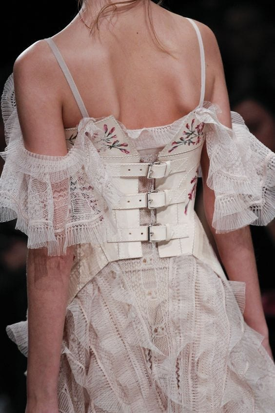 Alexander mcqueen fall 2016, fetish moda 2016, theladycracy.it, elisa bellino, fashion blog 2016, fashion blogger 2016, fashion blogger italiane, fashion blogger famose, fetish trend 2016, bondage 2016,