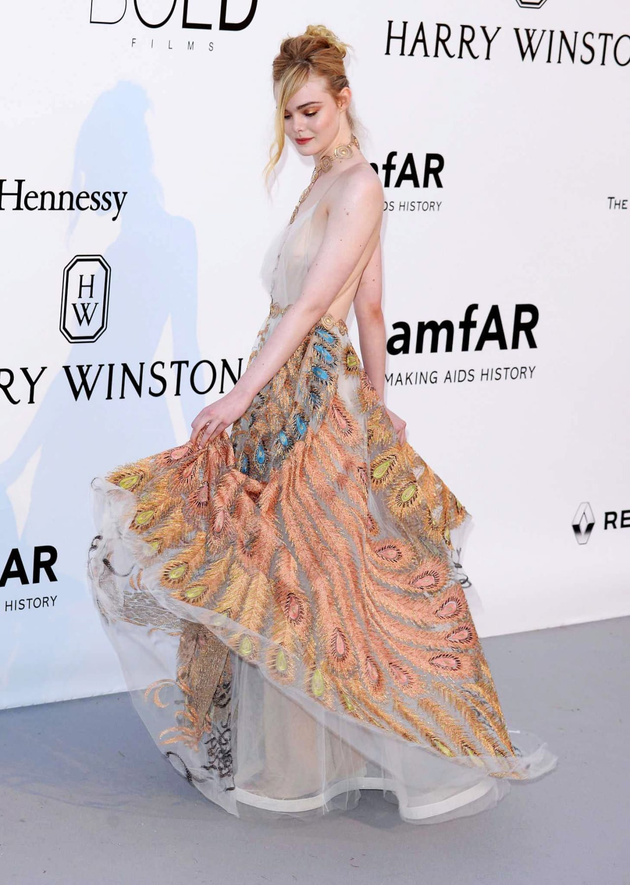 CAP D'ANTIBES, FRANCE - MAY 19: Elle Fanning attends the amfAR's 23rd Cinema Against AIDS Gala at Hotel du Cap-Eden-Roc on May 19, 2016 in Cap d'Antibes, France. (Photo by Anthony Harvey/FilmMagic), elle fanning cannes 2016, cheryl fernandez cannes 2016, best dressed cannes 2016, ciao povery, festival di cannes 2016, festival di cannes 2016 look più brutti, abiti festival di cannes 2016, theladycracy.it, elisa bellino, fashion blog 2016, fashion blogger italiane, fashion blogger famose, fashion blogger italia,