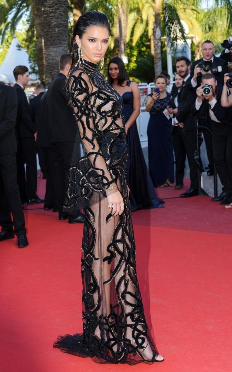kendal jenner roberto cavalli cannes 2016, ciao povery, festival di cannes 2016, festival di cannes 2016 look più brutti, abiti festival di cannes 2016, theladycracy.it, elisa bellino, fashion blog 2016, fashion blogger italiane, fashion blogger famose, fashion blogger italia,