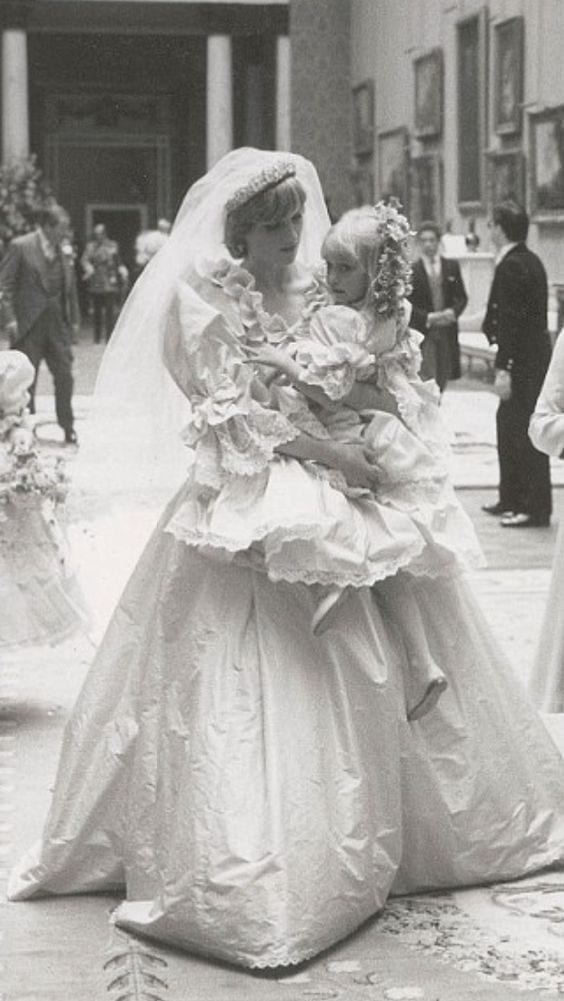 lady diana wedding dress, abiti da sposa più belli di sempre, best weeding dress of ever, eleonora carisi sposa, eleonora carisi matrimonio, theladycracy.it, elisa bellino, fashion blog 2016, fashion blogger famose 2016, fashion blogger italia 2016, fashion blogger italiane, fashion bloggers 2016,
