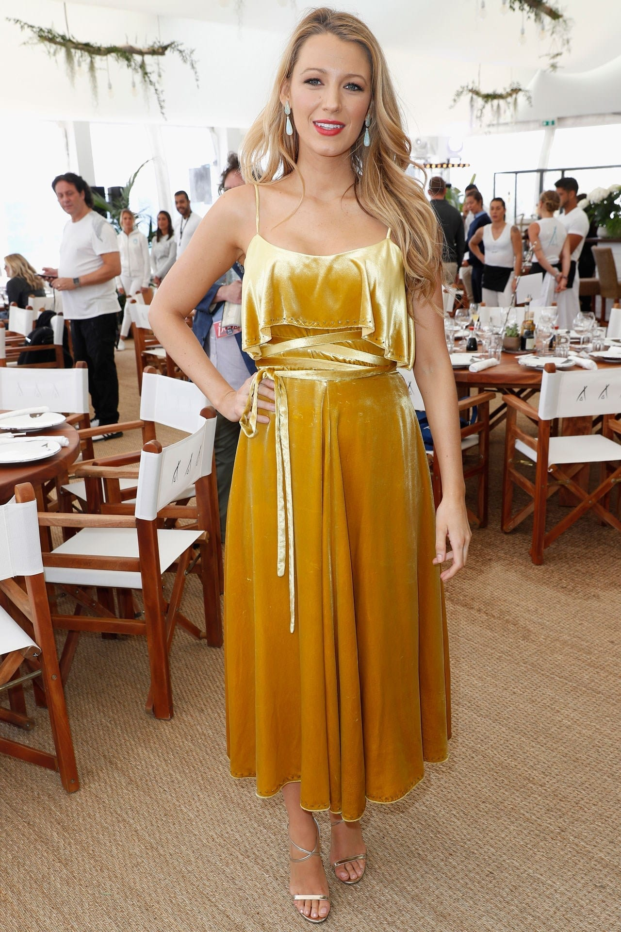valentino blake lively cannes 2016, ciao povery, festival di cannes 2016, festival di cannes 2016 look più brutti, abiti festival di cannes 2016, theladycracy.it, elisa bellino, fashion blog 2016, fashion blogger italiane, fashion blogger famose, fashion blogger italia,