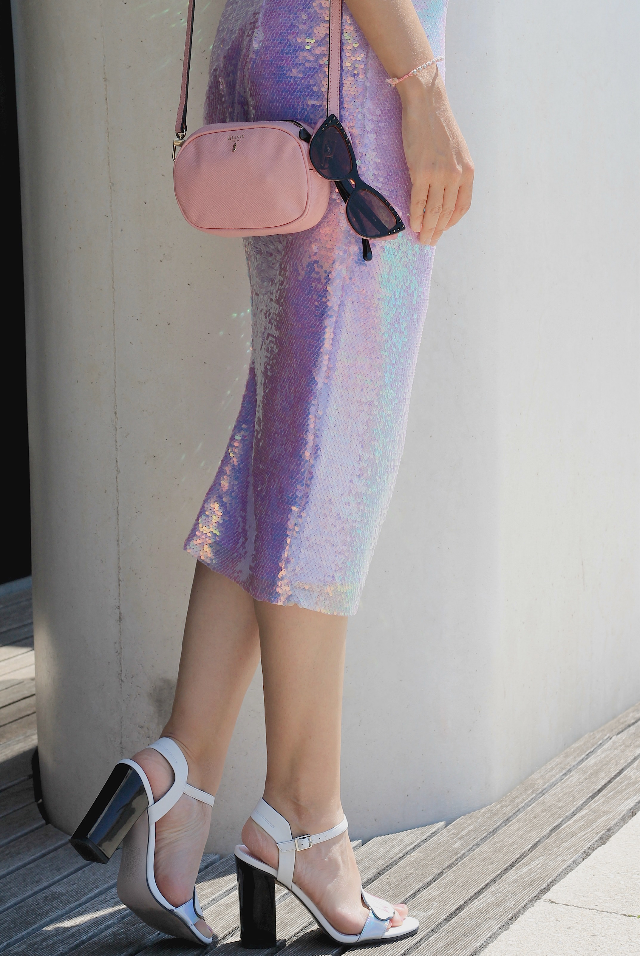 easy trend, sparkly skirt 2016, sequined skirt summer 2016, mermaid trend 2016, theladycracy.it, elisa bellino, fashion blog 2016, fashion blogger 2016, fashion blogger italia 2016, fashion blogger milano 2016, fashion blogger famose 2016, cosa mi metto sera estate 2016, cosa mi metto estate 2016, cosa va di moda estate 2016, paillettes gonna rosa 2016, come si porta una gonna in paillettes 2016, sandali asos 2016 estate, fashion blogger outfit estate 2016, elisa bellino, fashion influencer italia 2016, gonna sirena paillettes 2016, gonna otherstories 2016, trucco dior makeup estate 2016, top bianco zara 2016, come indossare il rosa 2016,