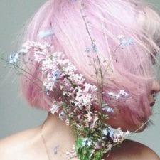 Tingersi i capelli con colori strani è il nuovo make-up