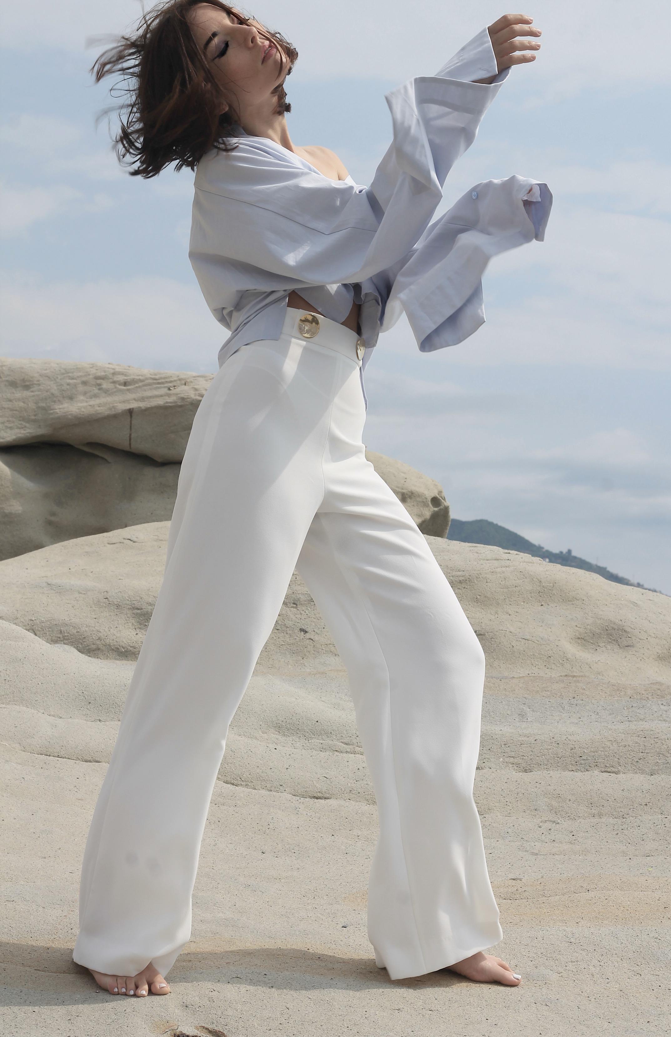 , lusso come status symbol, theladycracy.it, elisa bellino, fashion blog 2017, lusso 2017, consumi lusso 2017, minimal look blogger 2017, casual chic outfit 2017, come vestirsi estate 2017, outfit estate 2017, cosa mi metto quando fa caldo 2017, camicia chic 2017, pantaloni bianchi zara 2017, camicie maniche potenza 2017, fashion blogger famose 2017, fashion blog italia 2017, fashion blogger italiane 2017, fashion blogger famose 2017, blogger moda 2017, blog moda 2017, blogger moda più seguite 2017