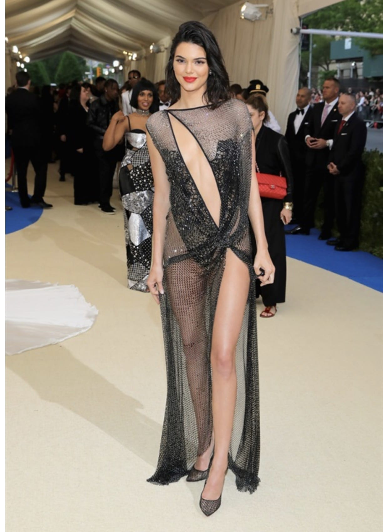 Met Gala 2017, bella hadid met gala 2017, theladycracy.it, elisa bellino, fashion blog, fashion blog 2017, fashion blogger 2017, look da red carpet, come si vestono le star sui red carpet, look mostruosi, kendall jenner