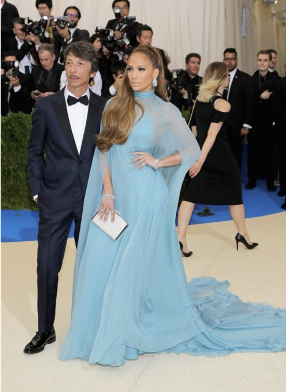 Met Gala 2017, bella hadid met gala 2017, theladycracy.it, elisa bellino, fashion blog, fashion blog 2017, fashion blogger 2017, look da red carpet, come si vestono le star sui red carpet, jennifer lopez met gala 2017