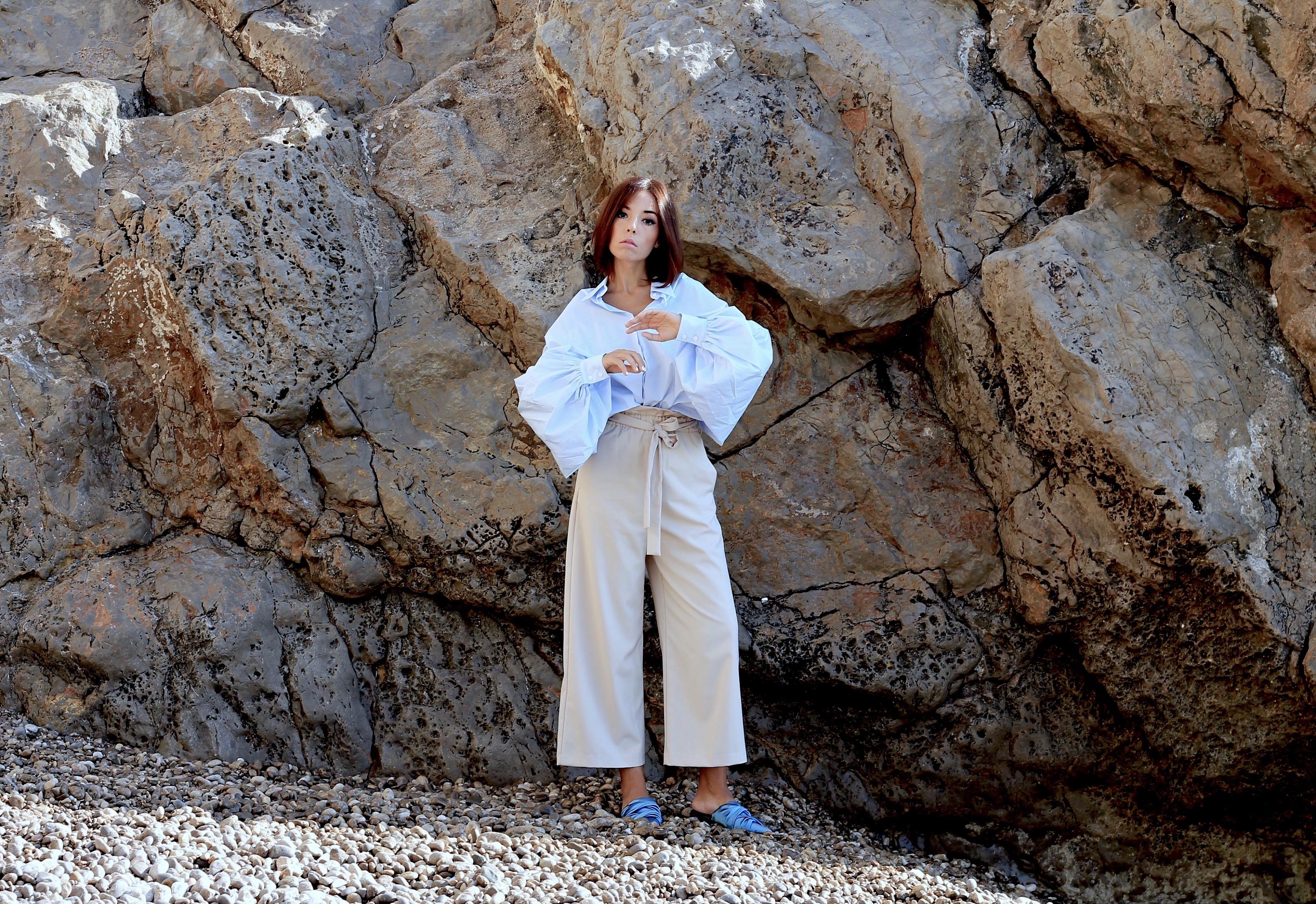 Cosa vogliono le donne di oggi, femminismo oggi, theladycracy.it, elisa bellino, outfti casual chic autunno 2017, outfit blogger milano 2017, fashion blogger milano 2017, fashion blogger famose 2017, blogger moda outfit 2017, blogger moda più seguite 2017, fashion blogger famose 2017, minimal blog, mininimal style blogger 2017, frankie shop outfit, pantaloni zara autunno 2017, camicia maniche larghe 2017, the frankie shop shirt, scarpe zara autunno inverno 2017