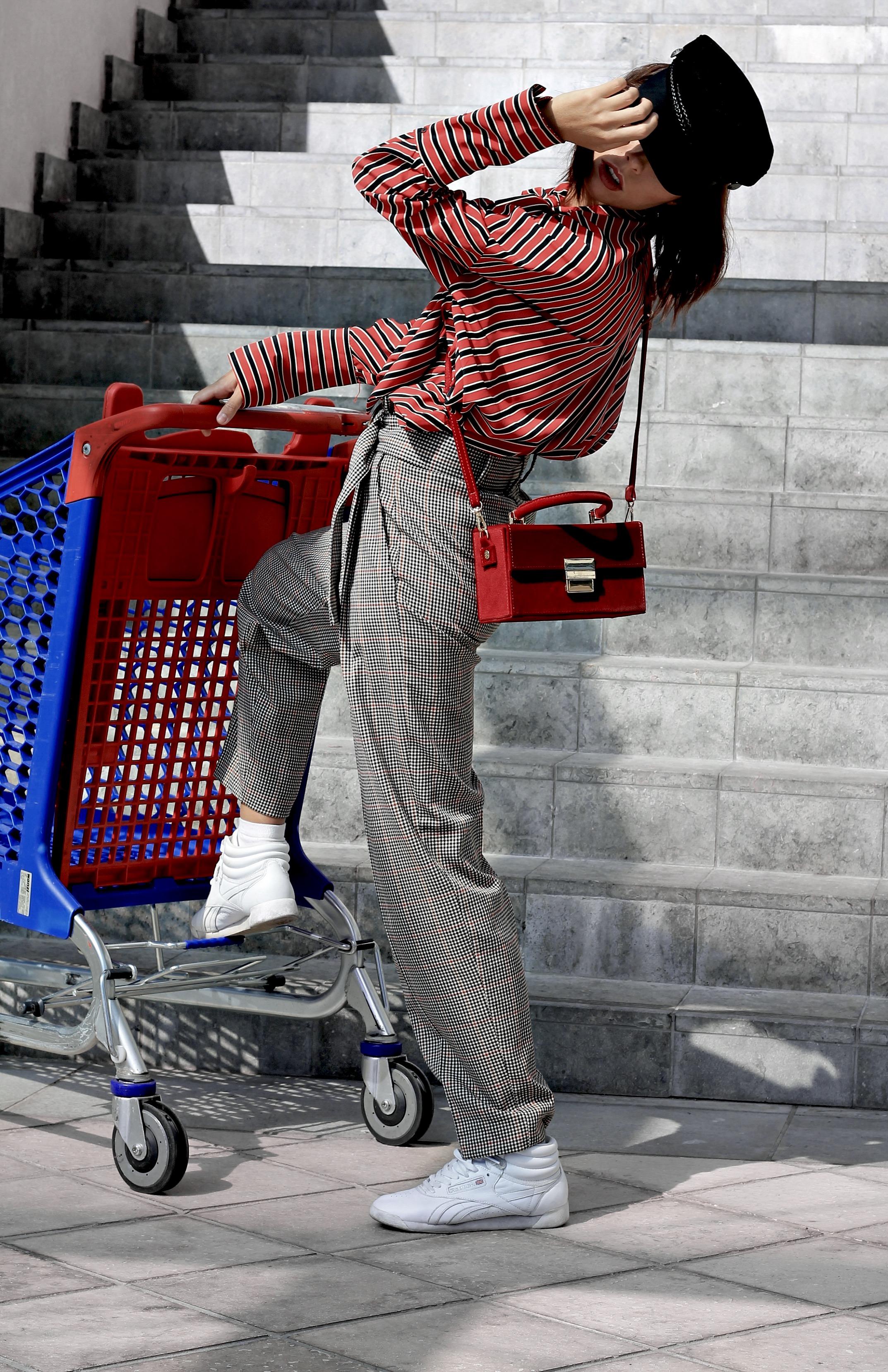 sfilate milano settembre 2017, theladycracy.it, pantaloni mango autunno inverno 2018, coppola da marinaio autunno inverno 2017 outfit, outfit autunno 2017, tendenze moda ss 2018, cosa andrà di moda estate 2018, tendenze moda autunno inverno 2017, casual chic inverno 2017, borsa zara inverno 2017