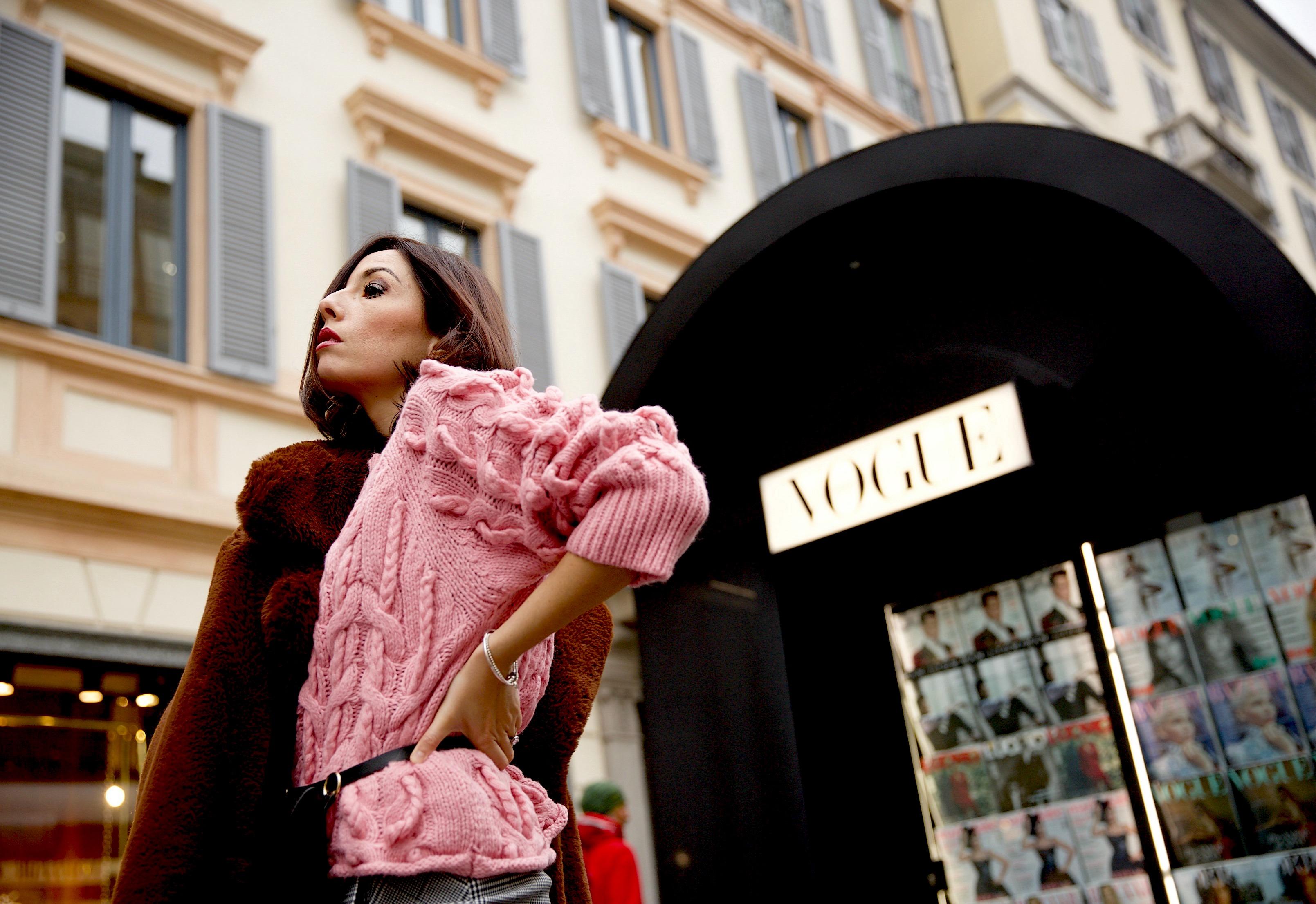 H&M outlet, outlet moda low cost, come vestirsi 2018, cosa va di moda oggi 2018, fashion blogger italiane famose 2018, blogger moda italiane 2018, blog moda 2018, blogger moda più seguite 2018, blogger moda instagram 2018, elisa bellino instagram, come vestirsi elegante comoda, maglione zara 2018, come abbinare il rosa, marsupio zara, elisa bellino,