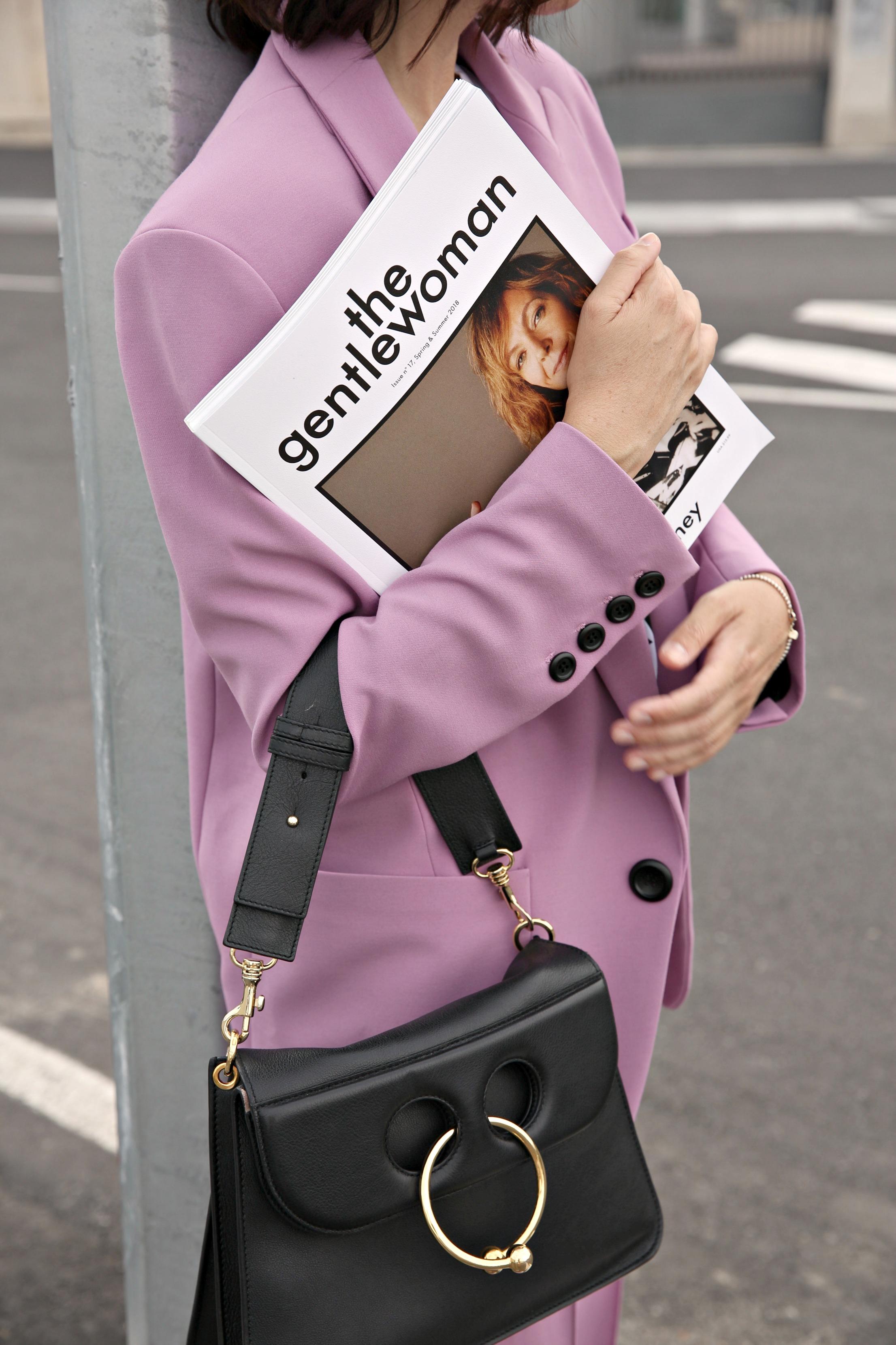designer famosi moda, isabelle blanche paris, outfit autunno inverno 2018.19, theladycracy.it, elisa bellino, fashion blogger italia 2018, fashion blog italiani 2018, jw anderson bag, fila sneakers outfit, minimal blogger 2018, chi seguire su instagram blogger 2018, come indossare tailleur 2018, tailleur rosa outfit, come vestirsi chic 2018, editoriali moda blogger 2018