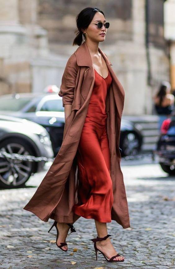 Outfit autunno 2018, tendenze moda autunno 2018, silky dress, colori autunno 2018,