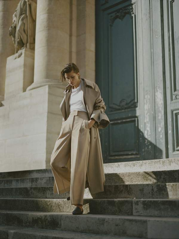 Outfit autunno 2018, tendenze moda autunno 2018, come indossare trench, beige chic