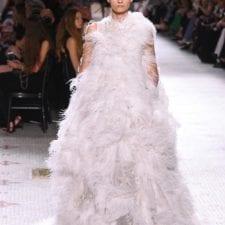 Haute Couture 2019: gli abiti ritornano fastosi, Armani insegna il mestiere